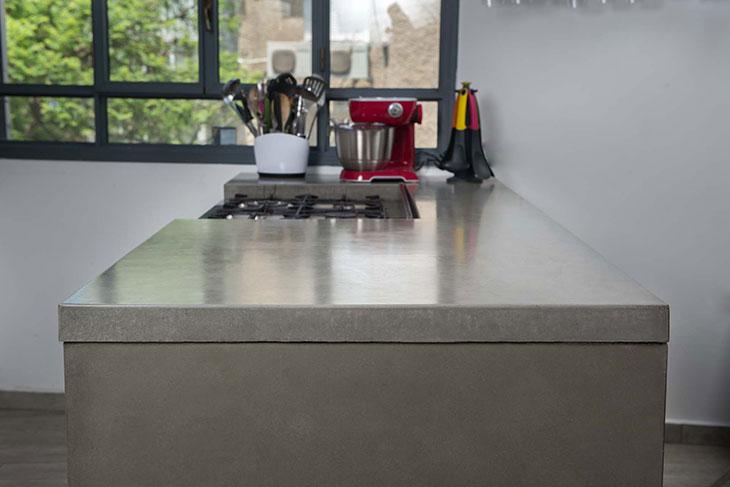 מטבח עם משטח בטון מבט 1