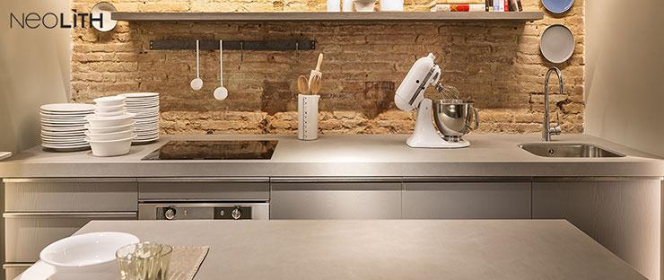 משטח נאוליט מיושם על מטבח בסגנון מודרני