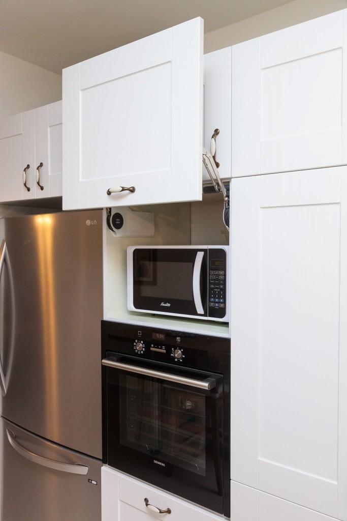 המיקרוגל והתנור מוקמו גבוה באופן יחסי לפי צורך