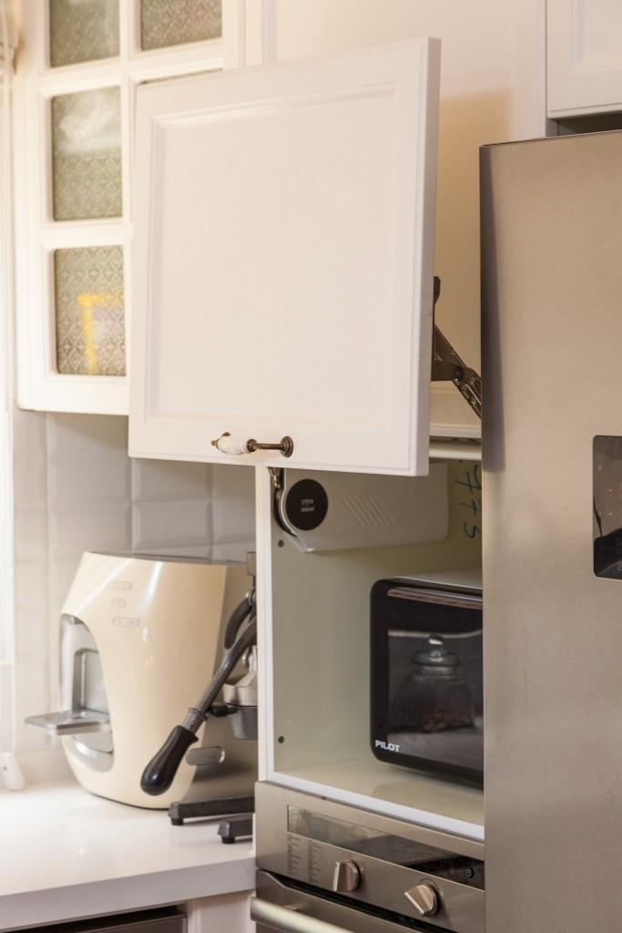 גישה קלה למיקרוגל והתנור בסמיכות למשטח העבודה