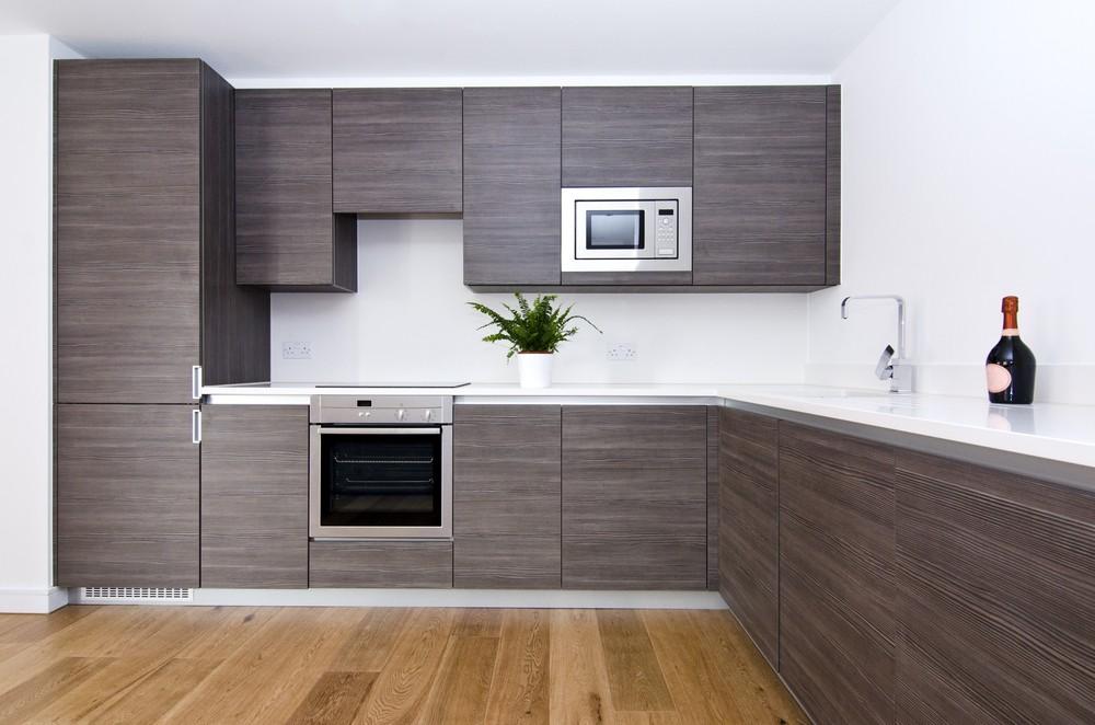מטבח בסגנון מודרני, חיפוי קיר באמצעות צבע {צילום: Shutterstock}