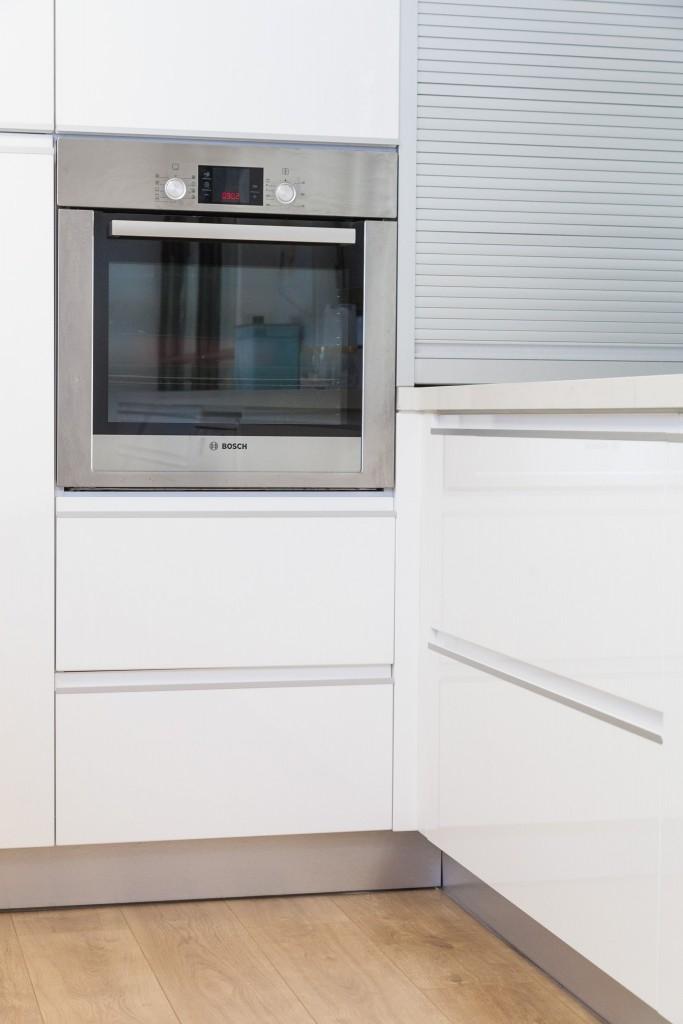 תנור בילד אין בגובה עמידה מונע את הצורך להתכופף במטבח פולימר {צילום: אודי גורן}