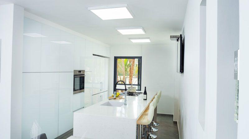 מטבח זכוכית, מעצבת: רוני וייס. צילום: אודי גורן